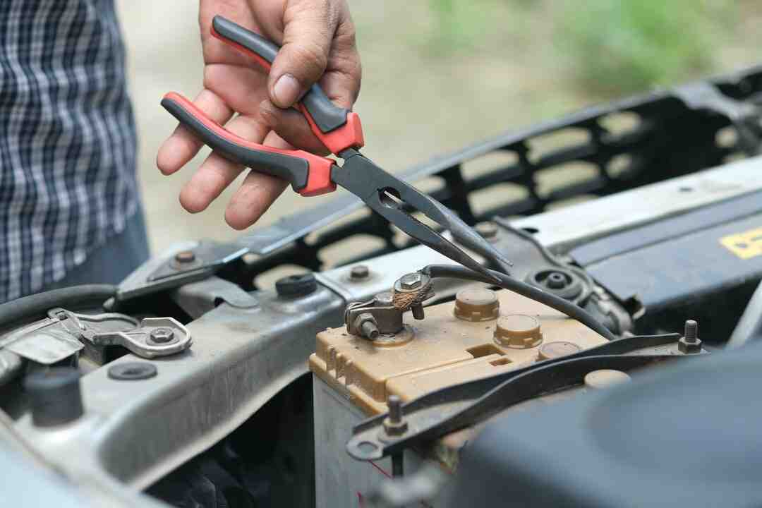 How to become a maintenance technician